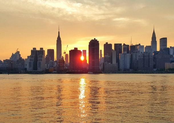 Manhattanhenge Queens.jpg