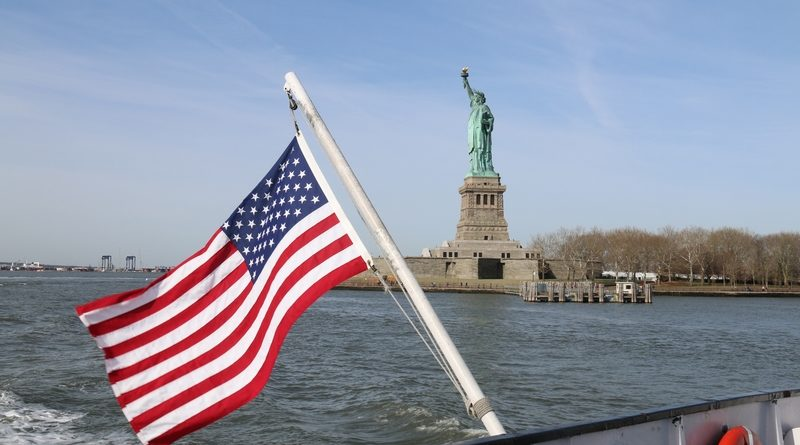 Visiter la statue de la libert taste of usa for Createur statue de la liberte
