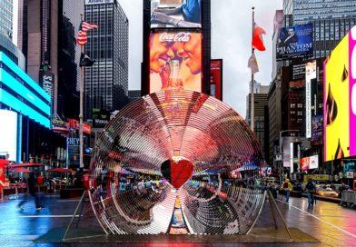 «Window to the Heart» est dévoilée à Times Square pour la Saint-Valentin